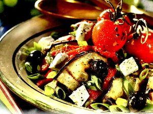 Salata_de_vinete_cu_rosii_cherry_si_branza