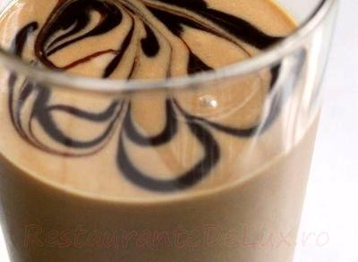 Smoothie_de_banane_cu_sirop_de_ciocolata_04