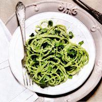 Spaghete_verzi_cu_pesto_de_migdale_si_parmezan