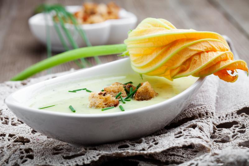 Supă cremă de păstârnac, ţelină şi mere