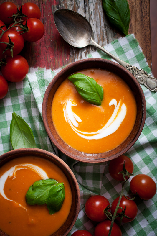 Supa-crema de rosii cu busuioc, smantana si iaurt