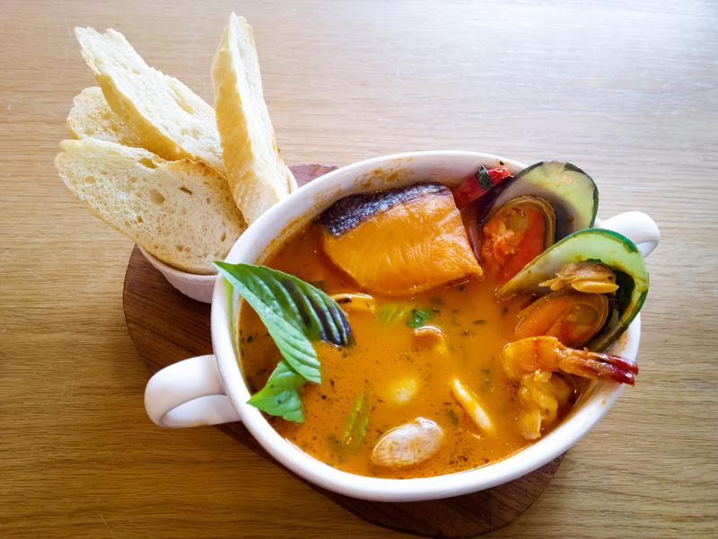 Supa de peste si raci cu busuioc