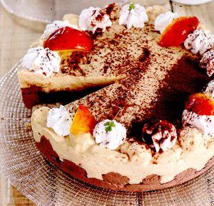 Tort_de_nectarine_cu_migdale_si_jeleu_de_coacaze