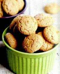 Biscuiţi de migdale cu cremă de cafea