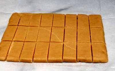 Biscuiti_cu_sos_de_ciocolata_05