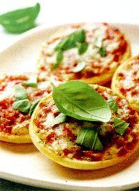 Minipizza_cu_tomate_si_mozzarella