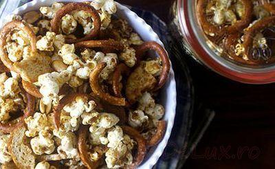 Mix_de_popcorn_cu_covrigei_si_chipsuri_05