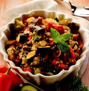 Salata_calda_de_quinoa_si_zucchini