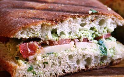 Sandwichuri_calde_cu_branza_si_rosii_12