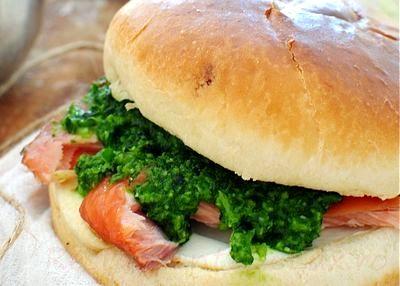 Sandwich cu somon afumat