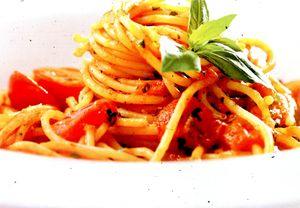 Spaghete_picante_cu_costita_smantana_si_ceapa_verde