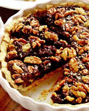 Tarta_cu_ciocolata_nuci_si_frisca