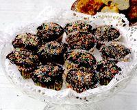 Briose_cu_visine_si_ciocolata_neagra