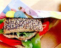 Burger_cu_ciuperci_si_ardei_copti_si_gorgonzola