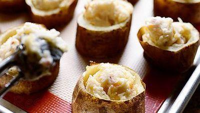 Cartofi umpluti cu branza dulce