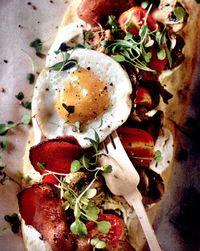 Pizza_cu_bacon_ciuperci_si_ou