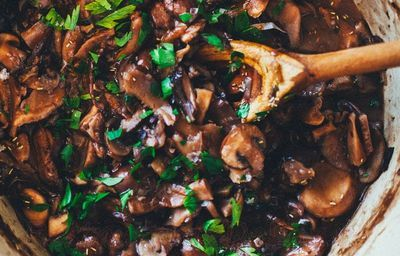 Ciuperci delicioase cu verdeata
