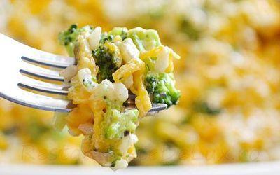Budinca de broccoli cu brânză şi paste