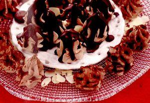 Desert_cu_ciocolata_frisca_si_migdale