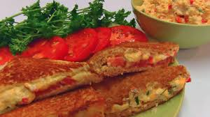 How_to_make_Cheddar_cheese_and_tomato_sandwich