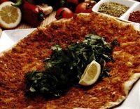 Lahmacum_Pizza_turceasca_cu_carne_tocata