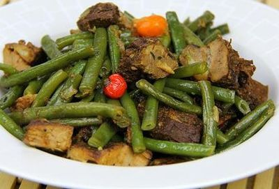 Fasole verde cu carne de vita