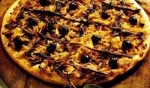 Pizza cu ansoa si parmezan