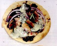Pizza_cu_piept_de_pui_si_rozmarin