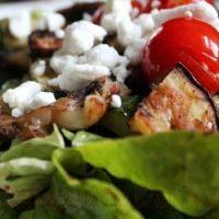 Salata de legume la gratar cu branza feta