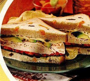 Sandwich_cu_pui_avocado_si_rosii