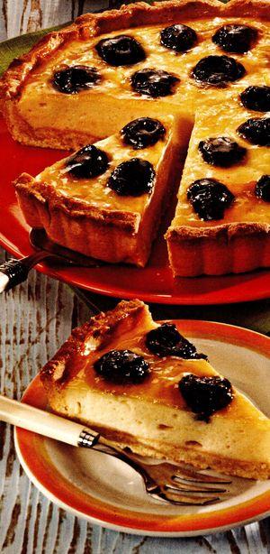 Mini-tartă cu prune şi brânză