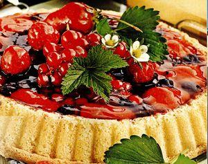 Tartă cu fructe de pădure şi frisca