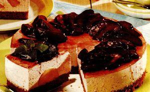Tort_cu_pere_glasate_si_crema_de_iaurt