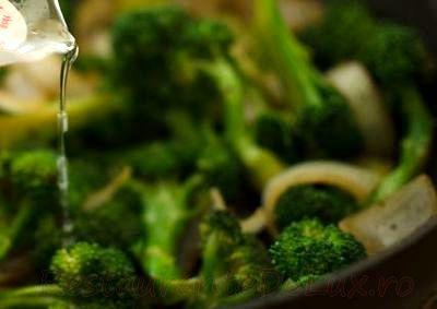Vita_cu_broccoli_la_tigaie_07