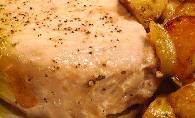 Cartofi cu usturoi si cotlete de porc la cuptor