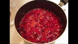 How_to_make_Raspberry_cranberry_sauce