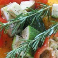 Mix de legume cu rozmarin la gratar
