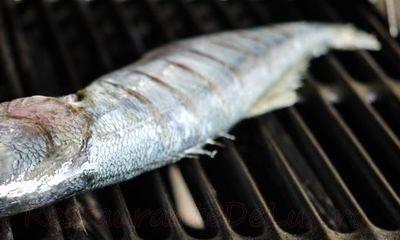 Peşte la grătar cu sos de patrunjel