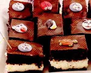 Prajitura_cu_cacao_si_glazura_de_ciocolata_amaruie