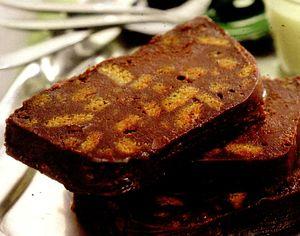 Prajitura_cu_ciocolata_biscuiti_si_scortisoara
