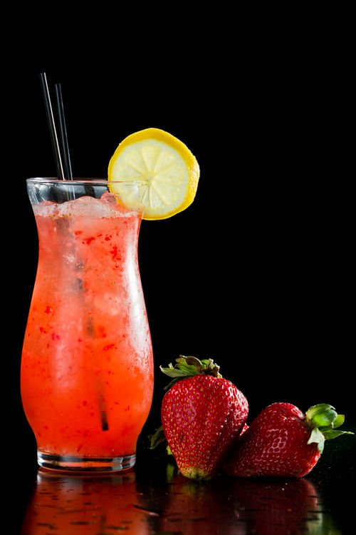 Cocktail cu capsuni, rom si lamaie