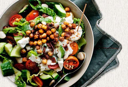 Salata turceasca cu ardei gras si masline