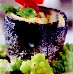 Ruladă de biban de mare şi somon afumat, cu varză