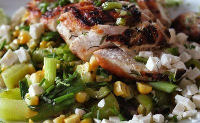 Salata cu piept de pui si legume la gratar