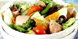 Salata_cu_ton_cartofi_masline_si_rosii
