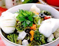 Salată de conopidă cu broccoli
