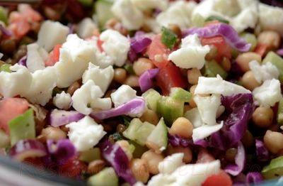 Salata de naut cu linte si varza rosie