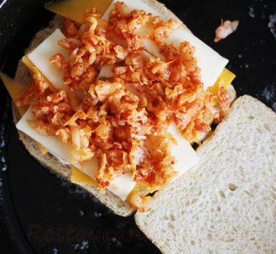 Sandwich_cu_branza_si_kimchi