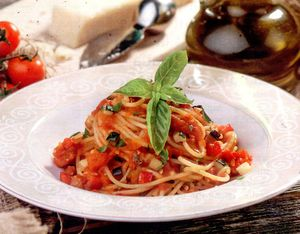 Spaghete_cu_vinete_ardei_si_busuioc