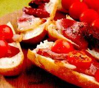 Aperitive_cu_bacon_afumat_si_rosii